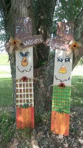 Scarecrows Made From Fence Wood Fall Crafts Fall Crafts Diy Fence Post Crafts