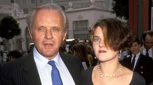 La réaction très froide d'Anthony Hopkins, qui n'a plus de contact ...