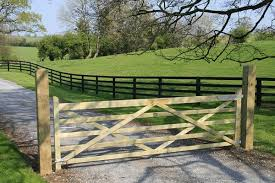 Google Image Result For Http Www Standishsawmills Ie Timber Gates Images Field Gate Jpg Farm Gate Farm Gate Entrance Farm Entrance