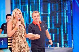Adriane Galisteu vai substituir Gugu na Record
