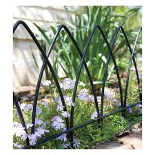 Steel Fence Edging Distinguishes Your Garden Here S A Great Way To Outline Your Garden Or Highlight A Special Landscape Edging Landscape Design Gothic Garden