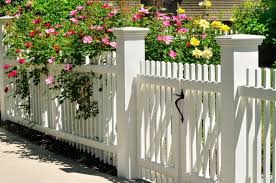 Fence Styles And Designs For Backyard Front Yard Images Backyard Fences Fence Design Fence Styles