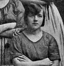 Quando è stata scattata questa foto nel 1900 nessuno ha notato ...