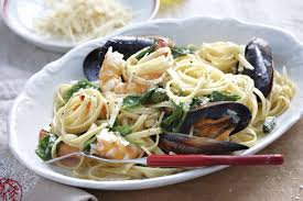 Linguine with prawns & mussels