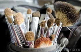 diffe types of cosmetics brushes