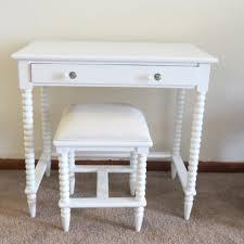 furniture vanity tables in