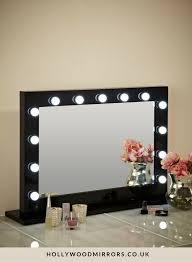 hollywood mirror with light bulbs