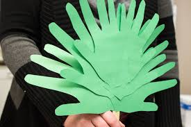 Forty Days of Crafts: Construction Paper Palm Leaves