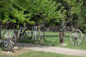160501 Wagon Wheel Wooden Gate Fence Entryway Driveway Reynoldsburg 2mb
