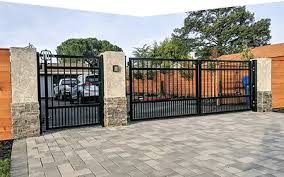 Automatic Wooden Wrought Iron Driveway Gates Fence