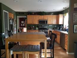 wall paint color for oak cabinets and