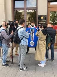 Актер Александр Молочников на пикете в поддержку Павла Устинова