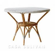 bistro alessa dining round table