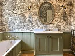 7 wallpapers that transform your bathroom