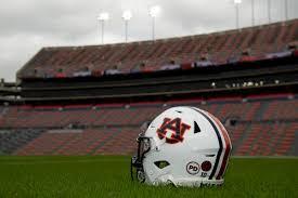 Auburn To Honor Pat Dye With Helmet Decal Auburn University Sports News Oanow Com