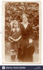 Edith Johnson and her five year-old daughter Beryl, 1915 Stock Photo - Alamy