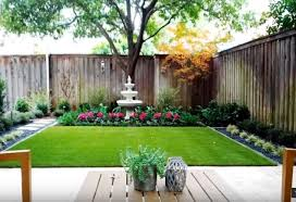 Small Back Yard With Synthetic Turf And Gardens Along The Fence Line Loveit Synethicturf Rubberm Small Garden Design Backyard Garden Design Backyard Garden