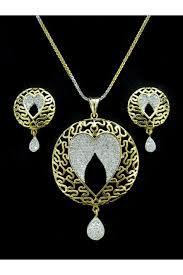 designer diamond pendant with earrings
