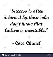 Di ispirazione Coco Chanel testo. Tipografia moderna per artista ...
