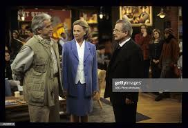 "WORLD - ""Bee True"" - Airdate: April 9, 1999. FRANCIS News Photo ..."
