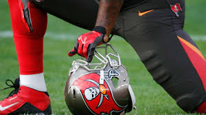 Adarius Glanton carted off field after colliding with Bucs ...