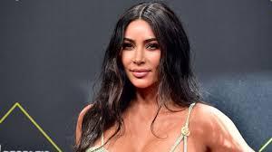 kim kardashian gives a makeup tutorial