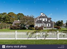 Style House Picket Fence High Resolution Stock Photography And Images Alamy