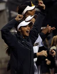 Missouri outfielder Abby George cheers and dances in the dugout | Photos |  columbiamissourian.com