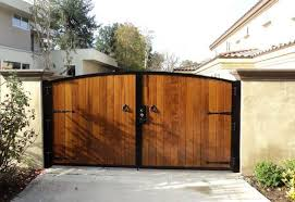 Wood Fencing And Gate Contractor Orange County Ca Residential And Commercial Modern Design In 2020 Wood Gate Gate Design Wood Fence