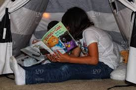 Kids In An Indoor Tent Reading Splat The Cat Stock Photo 77c9cd83 9252 4a86 8bc0 0d75ea9bafa1