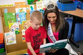 Miss Illinois stops by Marion school