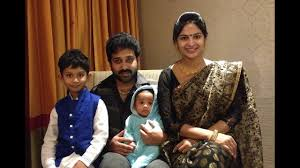 Actor Siva Balaji and Wife Madhumitha With Kids Family Video - YouTube