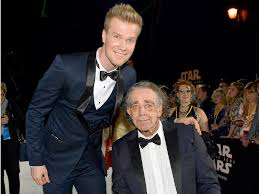 15 Heartwarming Facts About Peter Mayhew's Chewbacca - The Geek Twins