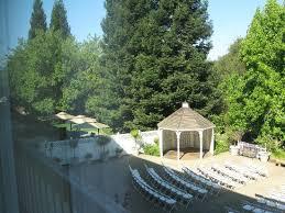 garden area in lake natoma inn