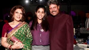 Cricketer Captain Kapil Dev with wife ...