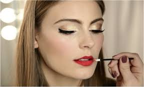 makeup for blue eyes red dress