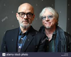 US-American musicians Mike Mills (r) and Michael Stipe ...