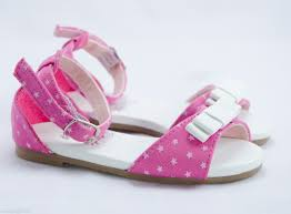 Lựa chọn những mẫu giày đẹp cho bé gái thêm đáng yêu