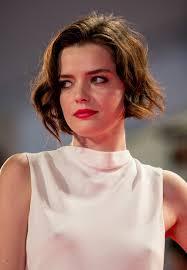 Roxane Mesquida Short Wavy Cut - Short Hairstyles Lookbook - StyleBistro