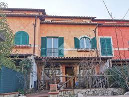 Villa a schiera in vendita, Capena con terrazzo, posto auto e giardino  privato, 160 mq • Wikicasa