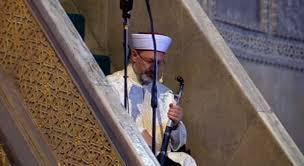 Ali Erbaş, Ayasofya'da hutbeyi elinde kılıçla okudu