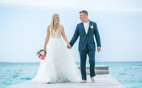 beach wedding dresses how to find