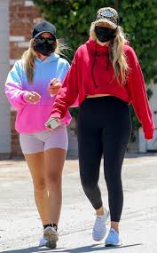 Sofia Richie looks carefree with gal pal and male companion as ...