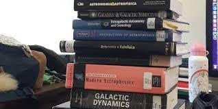 Astrônomos recomendam livros para interessados em astronomia