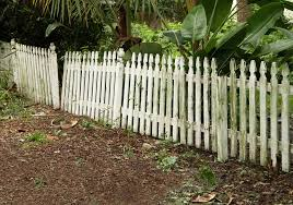 How To Remove An Old Wood Fence From Your Yard