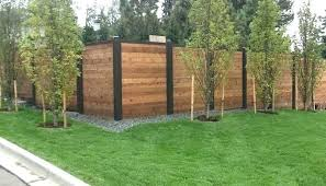Privacy Fence Ideas Horizontal Fencing Wood With Black Aluminum Posts For Pools Fence Design Privacy Fence Designs Backyard Privacy