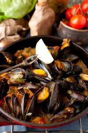 Mussels in White Wine Sauce with Onions ...