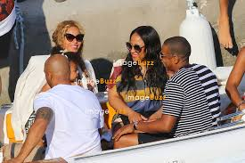 Beyonce, her husband Jay Z and their daughter blue Ivy enjoy a lunch with  some family members and Kelly Rowland with her husband on the Amalfi Coast  | ImageBuzz