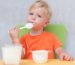 Khi nào nên cho trẻ ăn váng sữa? - Mẹ và Bé - ZINGNEWS.VN