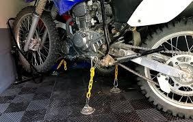 how to secure a dirt bike in a trailer